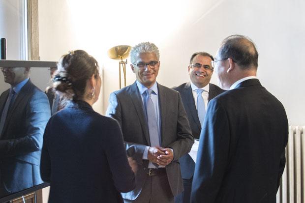 Frau Qing Gotzler, Herr Ashok-Alexander Sridharan, Herr Goodarz Mahbobi und Herr Li Huolin im Gespräch