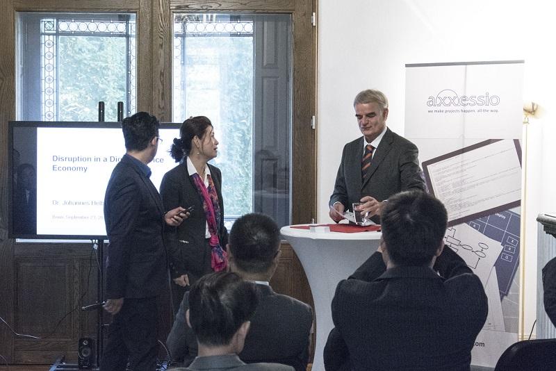 Frau Qing Gotzler, Herr Dr. Johannes Helbig und Herr Dr. Roozbeh Faroughi